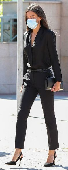 All Black Formal Outfits, All Black Outfits For Women, Clothes For Women, Black Clothes, Funeral Attire, Outfit For Funeral, Outfits Pantalon Negro, Classy Outfits, Cute Outfits