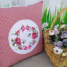 Cute Cushions, Vintage Cushions, Diy Pillows, Toss Pillows, Cushion Cover Designs, Pillow Cover Design, Diy Pillow Covers, Decorative Pillow Covers, Cross Stitch Cushion