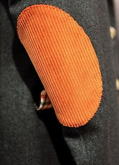 green herringbone jacket & orange corduroy elbow - hip but classic Broken Screen Wallpaper, Herringbone Jacket, Winter Outfits Men, Equestrian Outfits, Mens Fall, Elbow Patches, Corduroy Jacket, Blazers For Men, Mens Clothing Styles