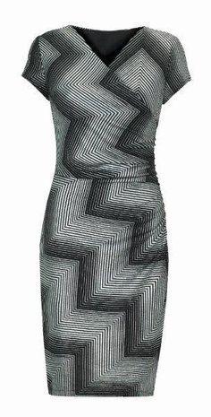 Vestido de Joseph Ribkoff con un elegante estampado a rayas que definirá tu figura, diseñado por Joseph Ribkoff para tu comodidad.