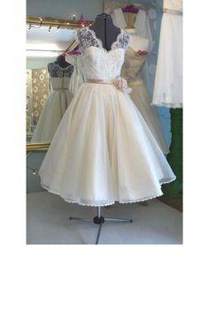 Une robe de mariée courte Plus