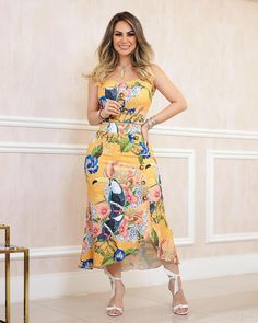 Western Outfits, Girl Model, Cute Dresses, Ideias Fashion, Strapless Dress, Curvy, Summer, Luxury, Annie