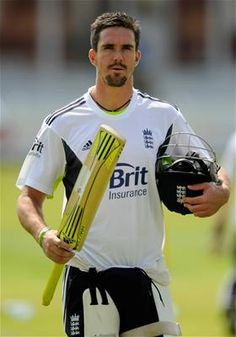 If there is any batsman in the world who bowlers hate the most to bowl at, it has to be England's Kevin Pietersen. Kevin Pietersen, Famous Sports, Sports Stars, Best Player, Sport Man, Olympic Games, Athletics, Rugby, Cricket