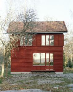 Casa pequeña / Tiny House Nannberga Summer House by General Architecture Scandinavian Architecture, Farmhouse Architecture, Facade Architecture, Timber Walls, Concrete Walls, Timber Structure, Villa, Small Buildings, Tiny House