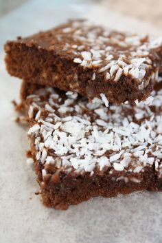 Dinners & Dreams » Coconut Chocolate Bars