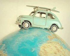 Coche viajando por el mundo..