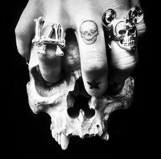 Screaming Skull, Skulls, Rings For Men, Vanity, Beautiful, Dressing Tables, Men Rings, Powder Room, Makeup Dresser