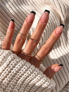 French Tip Acrylic Nails, French Tip Nail Designs, Fall Acrylic Nails, Black French Nails, Short French Nails, Nail French, Black Nail Tips, Black Nails Short, French Manicure With A Twist