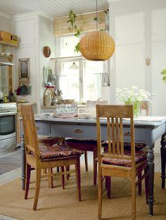 Mummola-pöytä 2