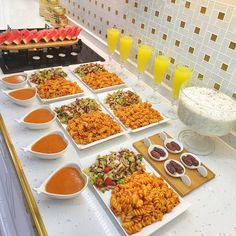Hayırlı akşamlar canlarim🙋♀️💕Hem çok pratik,hem de çok hafif bir iftar menüsü arayanlar için işte buyurun günün menüsü 🌺Salça soslu… I Love Food, Good Food, Yummy Food, Iranian Cuisine, Cookout Food, Salty Foods, Cooking Recipes, Healthy Recipes, Food Platters