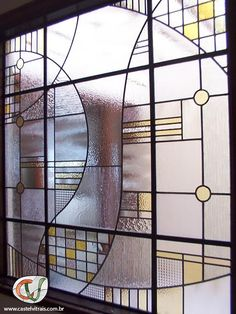 vitral residencial com vidros de diferentes texturas