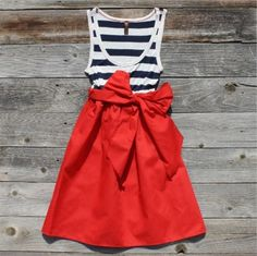 Love this, particularly the big bow on this skirt. It would be a cute homecoming outfit!