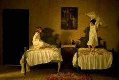 ミツバチのささやき』(西: El espíritu de la colmena、英: The Spirit of the Beehive)は、1973年のスペイン映画。400×271ピクセル