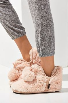 bc9f37a8a38a MUK LUKS Fuzzy Amira Slipper - Urban Outfitters size 9 probably need or 10