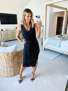 Chic dress for Summer // What to wear to a Summer wedding // Simple and figure flattering dress for Summer // The perfect dress for work or play // Summer fashion