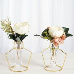 Artistic Wire, Geometric Flower, Flower Holder, Metal Vase, Vase Shapes, Flower Stands, Metal Flowers, Flower Frame, Shape Design