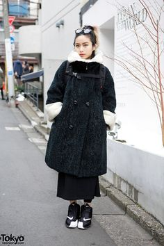 Yuchin is a fashion buyer who we met on the street in #Harajuku. Her look includes a vintage coat with Nike sneakers, a Supreme backpack and accessories from Chrome Hearts, Maison Martin Margiela and Saint Laurent. #tokyofashion #street snaps