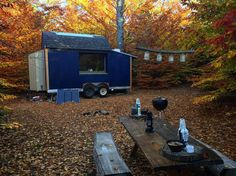 Autumn in Maine is quite possibly the best time of the year! Not to mention a great place to #couchsurf and meet new people #maine #couchsurfing #travel #adventure #wanderlust #wanderer #explore #tinyhouse #camping #autumn #nomadlife #trekking #roadtrip #foliage #woods #nature