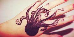 El mar es uno de los misterios de la vida que más ha cautivado al ser humano. Si tú eres de una de ellas, grabarlo en tu piel pareceráuna buena opción. Aquí te dejamos algunos hermosos tatuajes para que te sirvan de inspiración. Tribal Tattoos, Girl Tattoos, Tattoos For Women, Tatoos, Female Tattoos, Body Painting, Tatting, Body Art, Water Tattoos