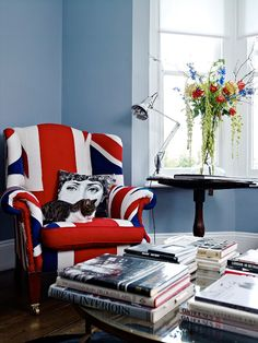 A stellar Union Jack wing back paired with an equally lovely Jubilee hued floral arrangement. #chair #flowers #living_room #UK #British #Britain #jubilee