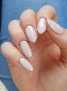 Almond Nail Designs For festive occasions, choose this manicure.For festive occasions, choose this manicure. Nude Nails, White Nails, Hair And Nails, My Nails, Shellac Nails, Gel Nail, Uv Gel, Oval Nail Art, Nail Design Spring
