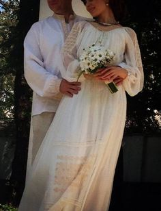 Traditional Wedding Dresses, Traditional Outfits, Wedding Themes, Wedding Styles, Wedding Ideas, Romanian Wedding, The Bride, Orthodox Wedding, Weeding Dress