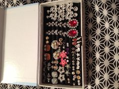 Stud earring holder made from felt wrapped around pencils. I have it in a Cricut cartridge box Jewellery Storage, Jewellery Display, Jewelry Organization, Crafts To Do, Paper Crafts, Diy Crafts, Stud Earring Storage, Cricut Cartridges, Clean And Shiny