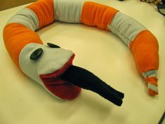 Kaarisillan käsityö: Käärme fleecetilkuista. Itse piirretyt kaavat. 5lk Leg Warmers, Crafts, School, Leg Warmers Outfit, Manualidades, Handmade Crafts, Craft, Arts And Crafts, Artesanato