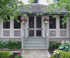 50 Interesting Ideas Organize Your Front Porch in The Summer Interessante Ideen organisieren Ihre Veranda im Sommer Screened Front Porches, Enclosed Porches, Decks And Porches, Front Porch Railings, Front Verandah, Porch Entry, Side Porch, Door Entry, Banisters
