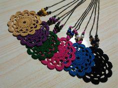 Colgantes con rosetón de crochet. Pendant necklace crochet.