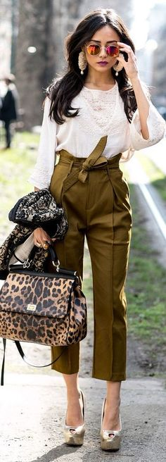 This look is amazing. >>>Must-See Street Style From Milan Fashion Week Fall 2015 - high-waisted cropped olive green pants with waist tie worn with an embroidered knit top + gold platform peep toe heels, pink mirrored sunglasses, and a leopard print bag Milan Fashion Week Street Style, Cool Street Fashion, Street Chic, Italian Street Fashion, Chic Street Styles, Winter Fashion Outfits, Look Fashion, Autumn Fashion, Fashion Spring
