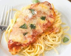 Easy Chicken Parmesan – this quick dinner recipe is totally foolproof. The chicken comes out moist every time! It's the BEST chicken parmesan recipe we've ever had and it's my husband's favorite. Oven Baked Bbq Chicken, Chicken Parmesan Recipes, Easy Chicken Recipes, Simple Recipes, Keto Chicken, Rotisserie Chicken, Healthy Chicken, Grilled Chicken, Chicken Marinara