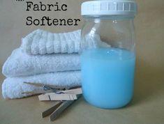 5 φλιτζάνια ζεστό νερό 3 φλιτζάνια λευκό ξίδι 2 φλιτζάνια conditioner μαλλιών (απο τα φθηνα εαν δειτε στα σουπερμαρκετ υπαρχουν πλεων κατι μεγαλια μπουκαλια μαλακτικου που ειναι παμφηνα!!! 30 σταγόνες αιθέριο έλαιο της προτίμησής σας (κατά βούληση ανάλογα με πόσο έντονο θελετε να ειναι το αρωμα