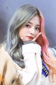 Nayeon Bias Wrecker South Korean Girls, Korean Girl Groups, Half Colored Hair, My Girl, Cool Girl, Korean Wave, Korean Celebrities, Ulzzang Girl, Beautiful Actresses