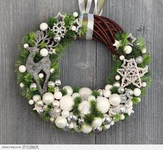 Found images for query modern Christmas decorations Christmas Mesh Wreaths, Christmas Porch, Christmas Holidays, Christmas Ornaments, Art Floral Noel, Modern Christmas Decor, Holiday Crafts, Holiday Decor, Xmas Decorations