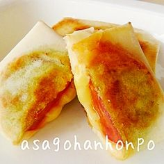 """Crispy Tomato & Cheese spring rollsa"" - japanese recipe/トマト&チーズのパリパリ焼!/春巻き Cheesy Recipes, My Recipes, Snack Recipes, Cooking Recipes, Snacks, Savory Pastry, Tomato And Cheese, Happy Foods, Cafe Food"