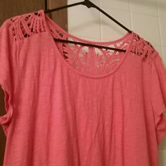 Cute coral short sleeve shirt Worn once New York & Company Tops Tees - Short Sleeve