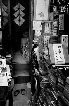 https://flic.kr/p/74zDNf | Untitled | Kyoto book shop