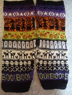 MarileeRD's Halloween leg warmers knitted using the colorwork charts from my free Halloween fair isle scarf pattern. Halloween Knitting, Halloween Sewing, Halloween Crafts, Knitting Charts, Loom Knitting, Knitting Projects, Crochet Projects, Knitting Ideas, Yarn Crafts