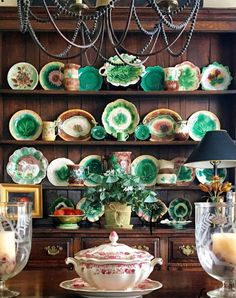 Just look at that green! Welsh Dresser, China Display, Plate Racks, Antique Decor, Pottery Making, China Patterns, Vintage Pottery, Decorative Accessories, Decorative Plates