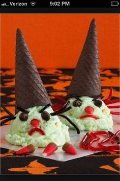 ice cream witches - Halloween may be a cold time of year, but that doesn't mean that frozen desserts, like these upside down ice cream witches, are any less appealin. Whimsical Halloween, Halloween Food For Party, Halloween Candy, Halloween 2015, Halloween Town, Halloween Costumes, Upside Down Desserts, Creepy Food, Scary
