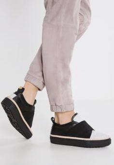 Shoeshibar - WOOLSKI - Slip-ons - black/grey