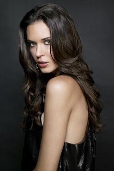Odette Annable - Phoebe Hayes, surrogate aunt, receptionist at the label, +22 years