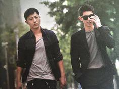 Jin Goo and Song Joong-ki Seo Dae-young and Yoo Shi-jin Descendants of the sun Song Hye Kyo, Song Joong Ki, Asian Actors, Korean Actors, Korean Dramas, Descendants, Seo Dae Young, Kdrama, Decendants Of The Sun