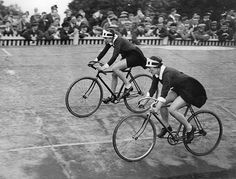 Herne Hill Velodrome: Waitresses of Lyons' Tea - shops meet for a cycling race at Herne Hill.