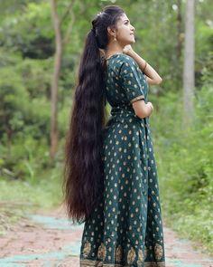 Indian Long Hair Braid, Long Hair Ponytail, Braids For Long Hair, Ponytail Hairstyles, Down Hairstyles, Girl Hairstyles, Long Silky Hair, Long Dark Hair, Super Long Hair