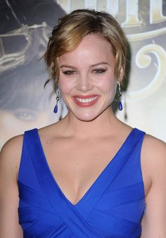 The Genteel perfection of Abbie Cornish . Cornish narrated Zack Snyder's film Sucker Punch at the 2010 San Diego Comic-Con International. Abbie Cornish, Emily Browning, Carla Gugino, Hollywood Boulevard, Jamie Chung, Glamour Magazine, Successful Women, Hollywood Celebrities, Comic Con