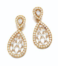 PAIR OF DIAMOND PENDENT EAR CLIPS, VAN CLEEF & ARPELS