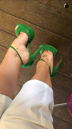 Green High Heels, Hot High Heels, Sexy Heels, Hot Shoes, Crazy Shoes, Pump Shoes, Shoes Heels, Black Dancers, Espadrilles