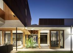 Residential Interior Design, Residential Architecture, Amazing Architecture, Interior Architecture, Brisbane Architects, Timber Screens, Australian Architecture, Courtyard House, Modern Exterior